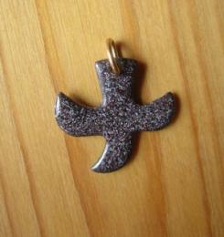 Pendentifs avec cordon, croix « colombe » - (n°72) - Gris