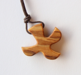 Dove pendant with cord (olive-wood)