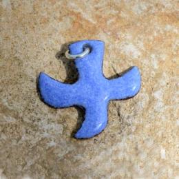 Pendentifs avec cordon, croix « colombe » (2 x 2 cm) - Bleu clair